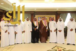 الأمير محمد بن ناصر يتسلم التقرير السنوي والكتاب الإحصائي لإنجازات الشؤون الصحية بجازان