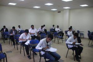 عميد كلية التقنية بنجران يتابع سير الاختبارات ويطمئن على اداء المتدربين في القاعات