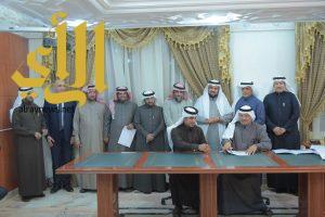جامعة الباحة: توقيع عدد من عقود بيوتات الخبرة بمعهد الدراسات والخدمات الاستشارية