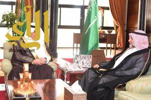 أمير تبوك يلتقي مدير فرع وزارة العدل بالمنطقة