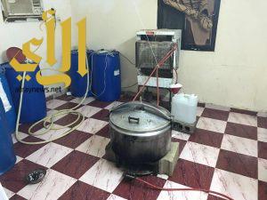 شرطة جازان تضبط مصنعا للخمور وتطيح بأفارقة في سهرة ماجنة بصامطة