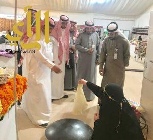 """بدر بن فهد ال سعود في زيارة لجناح """"السوق الشمالي"""" بالجنادرية"""