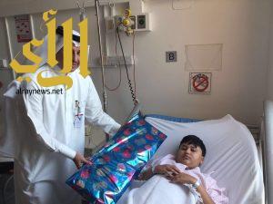 د. الزهراني يعايد المرضى بمستشفى اليمامة