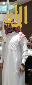 سعودي يجسد قرار توطين المولات بالعمل مديراً لمتجر في كبرى أسواق القصيم