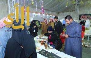 الفن التشكيلي والخط العربي يزين مهرجان الزيتون بالجوف