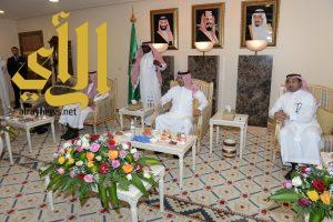 نائب أمير عسير يطلع على مستجدات مشروع تطوير مطار أبها