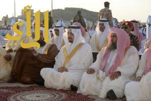 أمير منطقة عسير يتقدم جموع المصلين لصلاة عيد الأضحى المبارك
