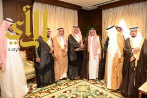 منصور بن مقرن يستقبل رئيس جمعية حقوق الإنسان بعسير