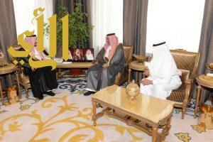 أمير عسير يلتقي نائب رئيس مجلس الغرف السعودية