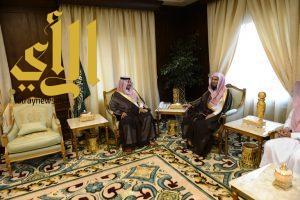 الأمير منصور بن مقرن يستقبل  الشيخ الحجري