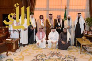 أمير عسير يكرم عدد من الجهات الحكومية