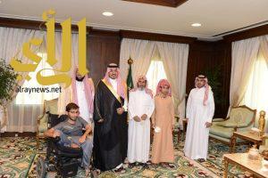 نائب أمير منطقة عسير يسلم وحدات سكنية لجمعية البر