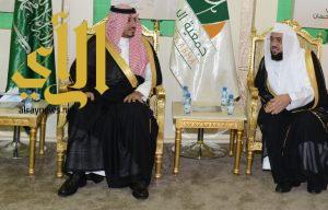 نائب أمير منطقة عسير يزور مخيم زكاة الفطر بأبها