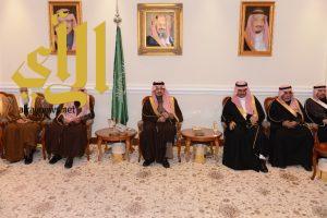 أمير عسير يلتقي أصحاب الفضيلة والقضاة ومديري الإدارات الحكومية في المنطقة