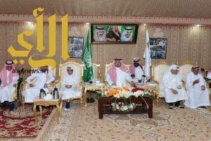 نائب أمير عسير يُشارك أبناء دار الرعاية الاجتماعية مأدبة الإفطار