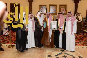 الأمير مقرن بن عبدالعزيز يشرف حفل إمارة منطقة عسير لتكريم الشهداء الذين قضوا في تحطم المروحية