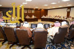 أمير عسير يرأس اجتماع مجلس المنطقة