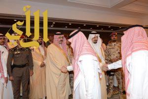 أمير عسير و نائبه يستقبلان المهنئين بالعيد من منسوبي الإمارة