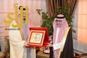 أمير عسير يستقبل معالي رئيس المنظمة العربية للسياحة
