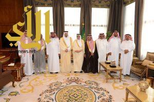 أمير عسير يستقبل رئيس جامعة نايف سابقاً وأعضاء مجلس منطقة الرياض