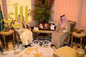 أمير عسير يستقبل مدير الإدارة العامة لشئون الزراعة بالمنطقة