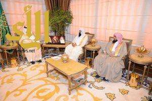 فيصل بن خالد يستقبل رئيس وأعضاء جمعية مطمئنة بعسير