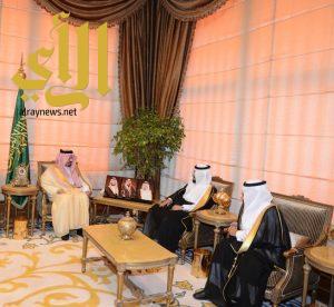 أمير عسير يناقش مشروعات البيئة والمياه والزراعة مع المهندس المشيطي