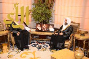 أمير عسير يستقبل إمام وخطيب المسجد الحرام