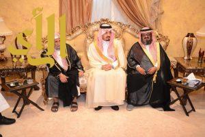 أمير عسير يعزي أسرة الفرطيش