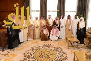 أمير عسير يلتقي معالي مدير جامعة الملك خالد وعدد من رجال الأعمال بالمنطقة