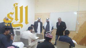 مدير جامعة الباحة يتابع سير الاختبارات في كلية العلوم والآداب في المندق