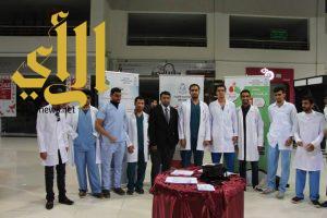 """طلاب كلية الصيدلية الاكلينيكية بجامعة الباحة يسعون لتوعية المجتمع بمخاطر """"المضادات"""""""