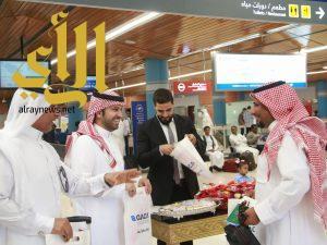 مطار أبها يحتفل مع المسافرين بعيد الفطر المبارك