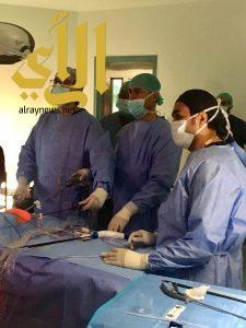 جراحون مختصون ينقذون مولوداً أصابه مرض نادر في أبها