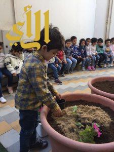 50 طفل وطفلة يتعرفون على أنواع الأشجار في بلدية غرب الدمام