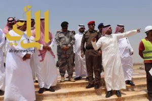 منصور بن مقرن يقف على مشاريع الامانة بالواجهة البحرية