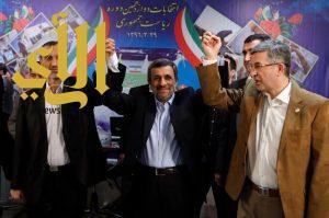 """أحمدي نجاد يتحدى """"خامنئي"""" ويترشح لانتخابات الرئاسة"""