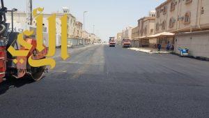 بلدية الجبيل تستكمل أعمال السفلتة في مخطط الجوهرة