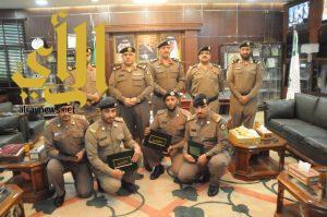 تكريم ضباط صف وجنود بشرطة الجوف