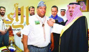 أمير نجران يقلد 24 كشافًا وجوالاً نوط الحج