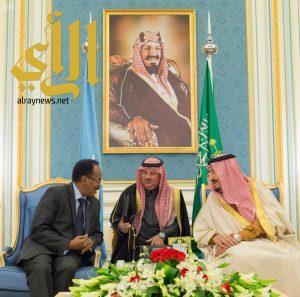 الملك سلمان يعقد جلسة مباحثات رسمية مع رئيس الصومال