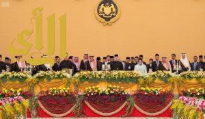 خادم الحرمين يُشرّف حفل العشاء الذي أقامه ملك ماليزيا