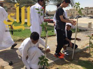 بلدية غرب الدمام : 20 طالب يتعرفون على ثقافة المحافظة على الحدائق