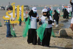 جمعية مهندسي البترول تساهم في نظافة شاطئ العزيزية