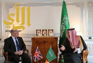 وزير الخارجية يلتقي وزير الدولة البريطاني لشؤون الشرق الأوسط