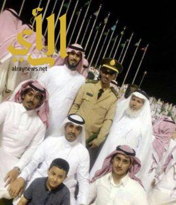 الملازم عبدالعزيز الشمراني يحتفل بتخرجه من الكلية الحربية