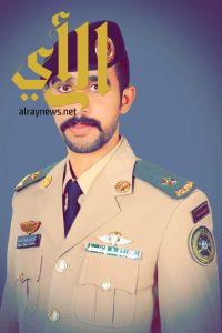 شاهد.. الملازم راكان آل خاطر يحتفل بتخرجه من الكلية الحربية مع مرتبة الشرف الأولى