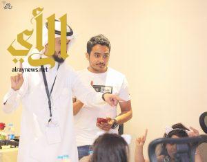 """المدرب الاصم """"المالكي"""" يقيم دورة لتعليم لغة الاشارة للاطفال"""