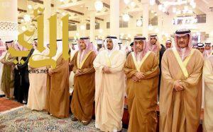 الامير محمد بن عبدالرحمن يودي صلاة الميت على الامير بندر بن فهد ال سعود