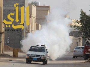 سائق سيارة رش المبيد يطالب المواطنين بمبالغ مالية بأحد رفيدة